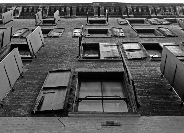 Chinatown-NYC-Windows-Building-black-white